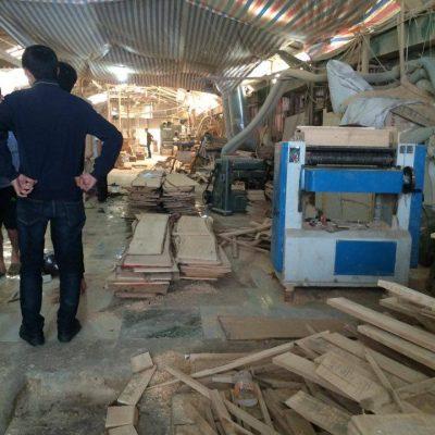 xưởng đóng tủ quần áo gỗ sồi