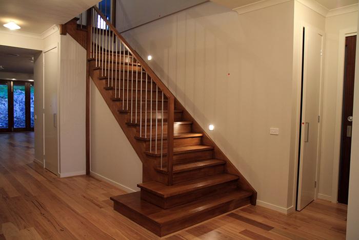 Báo giá cầu thang gỗ,báo giá mặt bậc cầu thang gỗ