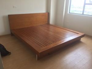 Giường gỗ sồi sơn màu
