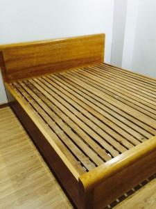 Giường gỗ sồi 02